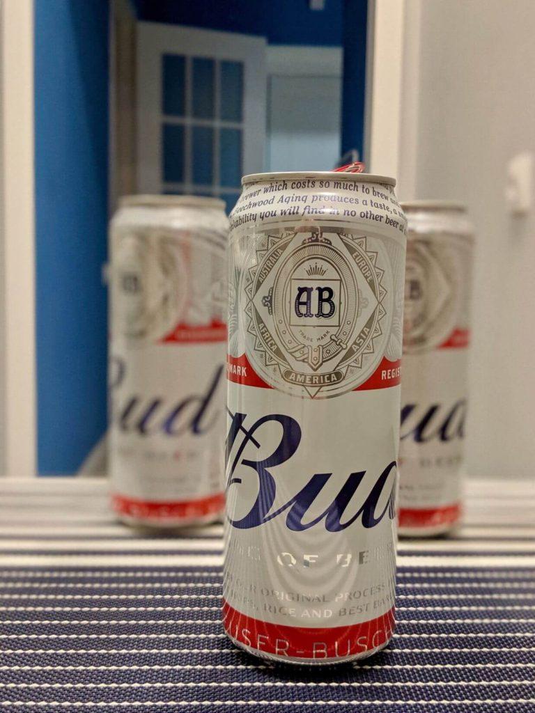 Банка пива Бад