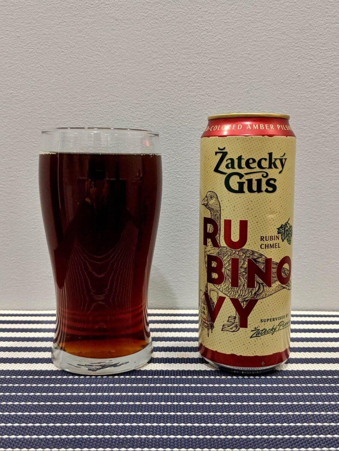 пиво жатецкий гусь рубиновый в стакане